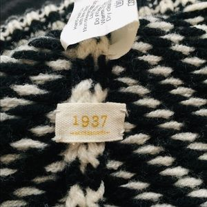 Madewell Accessories - Madewell black and white beanie!